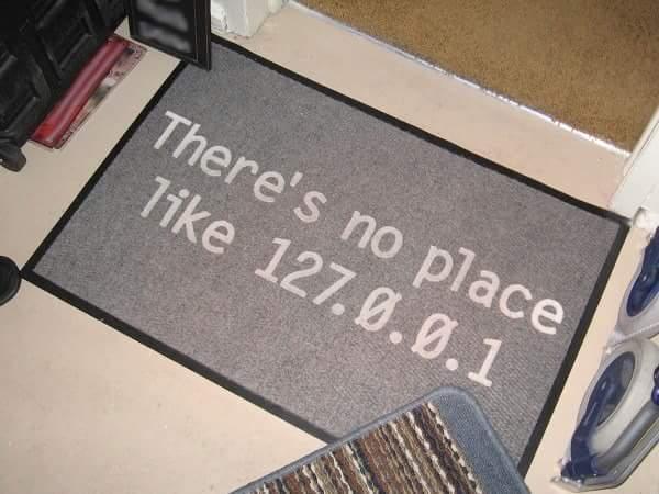 A 127.0.0.1 annak a gépnek a (virtuális) IP-címe, aminél az ember ül